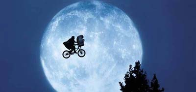 """E.T. the Extra-Terrestrial"" by Steven Spielberg: a review"